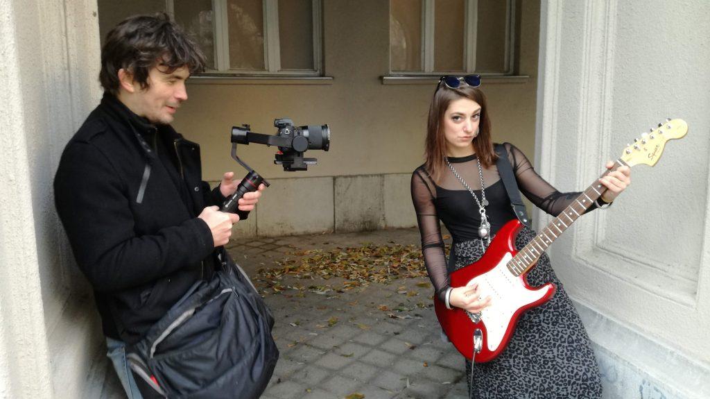 Klipforgatás: Csaba az operatőr és Andi